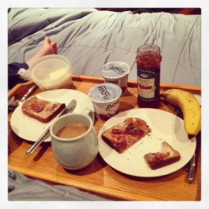 The proper way to do breakfast in bed: without your laptop (source)